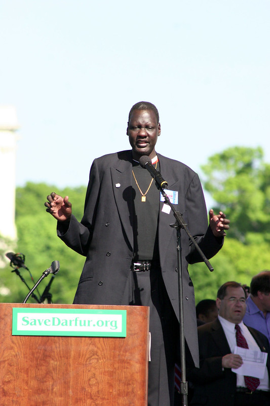 Manute Bol at a Save Darfur event