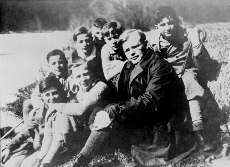 Bonhoeffer with a group of students