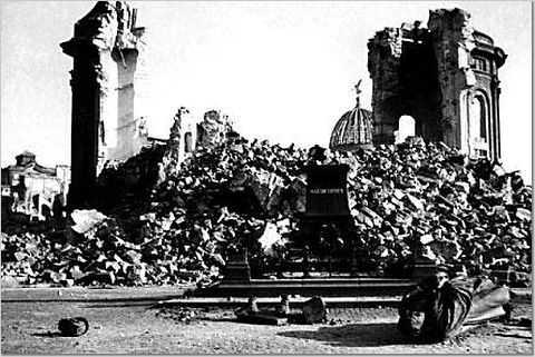 The ruins in Dresden in April 1945